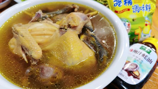 超简单的滋补月子餐~清炖鸡汤的做法
