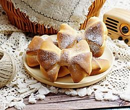 蝴蝶结面包#爱好组-高筋#的做法