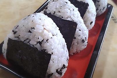 紫菜肉松饭团