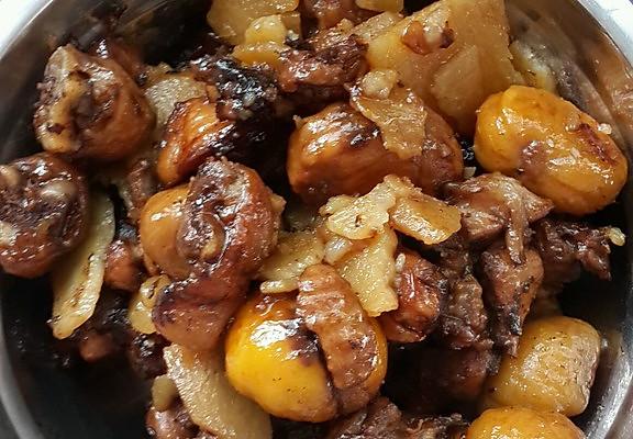 土豆栗子鸡腿肉乱炖的做法