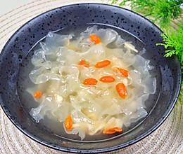 #憋在家里吃什么#补气补血的瑶柱虾米银耳汤的做法