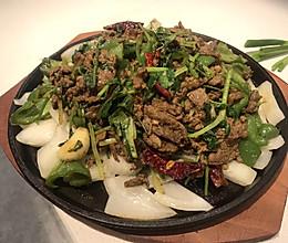 铁板牛肉香菜的做法