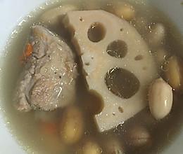 莲藕排骨花生汤的做法