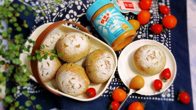 #四季宝蓝小罐#花生酱芝麻包的做法