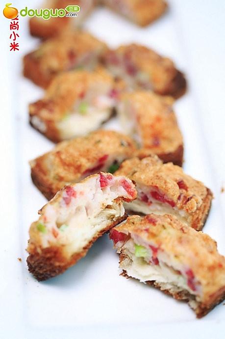 鲜虾香肠煎面包的做法