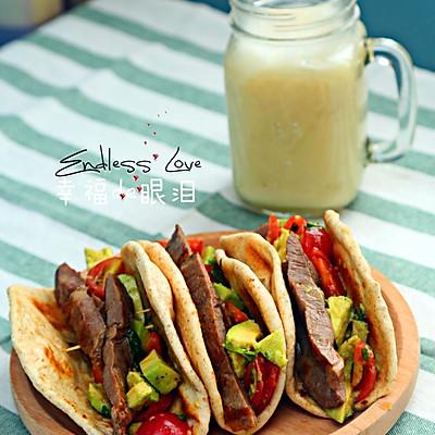墨西哥卷饼配牛排牛油果沙拉