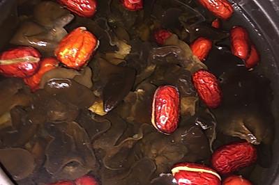 黑木耳红枣汤——补血排毒,治贫血,体虚和白带