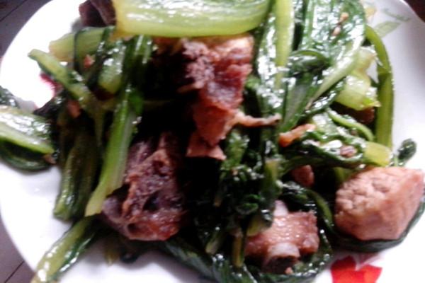 油麦菜炒排骨的做法