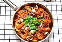 海鲜焖锅,在家轻松做三汁焖锅 #做道好菜,自我宠爱!#的做法