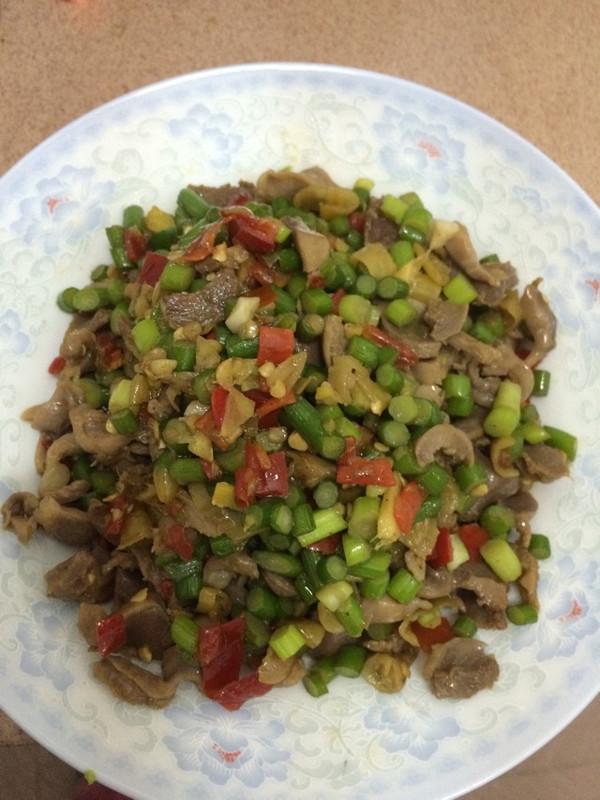 蒜苔炒鸡杂的做法