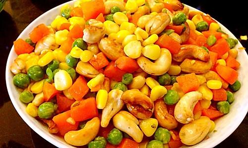 五彩斑斓(腰果红萝卜青豆玉米)的做法