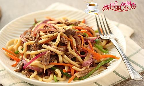 黑椒牛肉炒乌冬面的做法