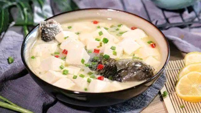 暖暖豆腐鲫鱼汤,多喝还可以补钙!的做法