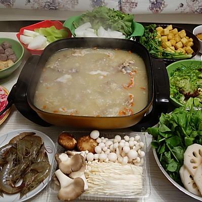 暖洋洋的羊肉火锅(附牛油果沙拉做法)