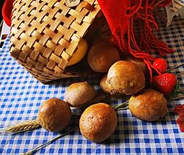 黑全麦坚果肉松面包的做法