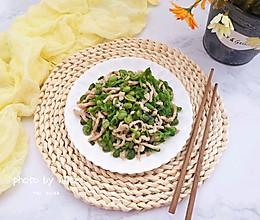 #带着美食去踏青#青椒毛豆米炒肉丝的做法