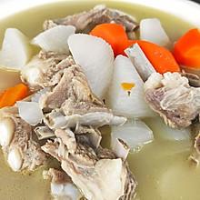 清炖羊排,老爸的拿手菜,汤鲜味浓,羊肉软烂,连萝卜都非常好吃