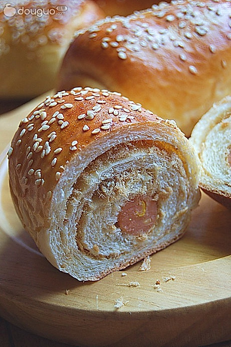 玉米肠肉松卷面包的做法