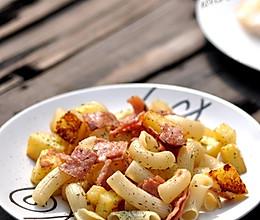 经典懒人餐:土豆培根炒意大利面的做法
