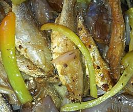 茄子焖鱼干的做法