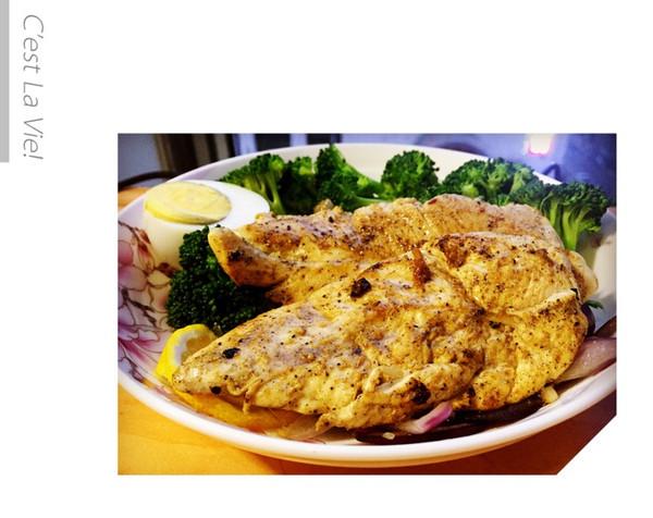 唯减肥和美食不可辜负-柠檬煎鸡胸肉的做法