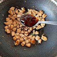 青红椒炒鸡丁的做法图解4