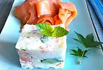 土豆沙拉配烟熏三文鱼的做法