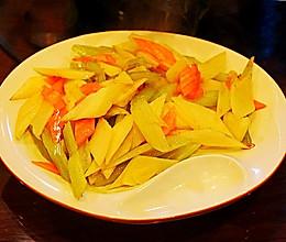 #憋在家里吃什么#芹菜炒杏鲍菇的做法