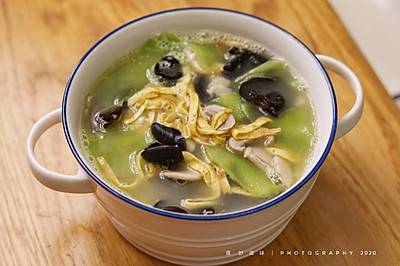 营养又健康的莴苣磨菇汤