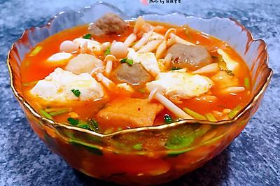 白玉菇辣白菜豆腐丸子汤