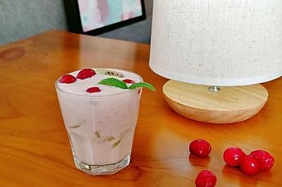 『蔓越莓香蕉奶昔』
