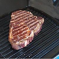 五分钟煎出鲜嫩牛排的做法图解3
