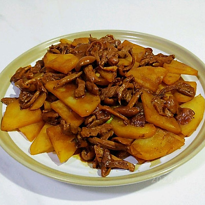酱肉土豆烧蘑菇
