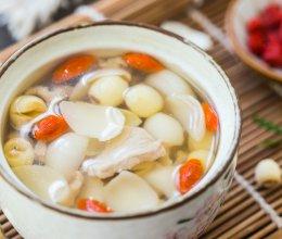 莲子枸杞百合瘦肉汤的做法