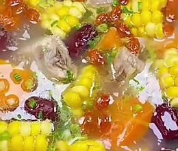 玉米排骨汤清甜营养又健康,做法还很简单的做法