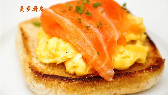 曼步厨房 - 快手早餐 - 烟熏三文鱼鸡蛋三明治