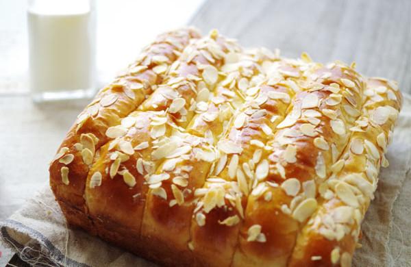 牛奶杏仁排包