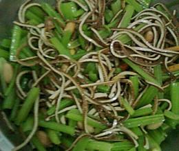芹菜豆腐丝的做法