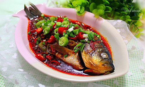 """豆瓣鲫鱼——美亚粉尚""""靓瘦""""好锅试用菜谱的做法"""