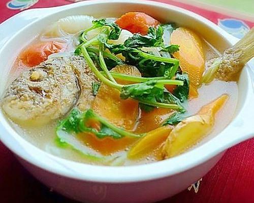 杂蔬鱼汤的做法