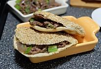 芝麻烧饼夹烤牛肉#利仁电饼铛,烙烤不翻锅#的做法