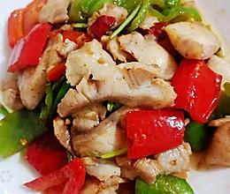 青红辣椒炒草鱼片的做法
