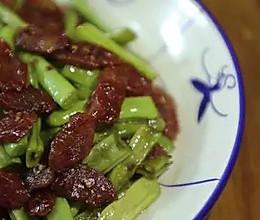 潮音潮人:腊肠炒四季豆的做法