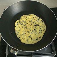 平底锅鸡蛋卷的做法图解4