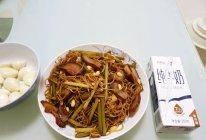 豫湘风味腊肉蒜苔蒸面条的做法