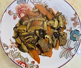 胡萝卜香菇烩瘦肉(下饭菜)的做法
