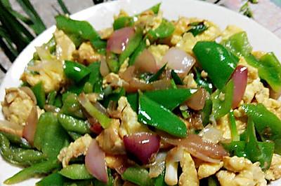 尖椒,洋葱炒鸡蛋。