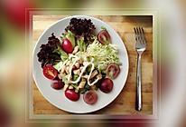 减肥食谱之营养均衡三文鱼牛油果鸡胸肉水果蔬菜沙拉的做法