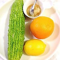 夏日排毒必备饮品---香橙柠檬苦瓜汁的做法图解1