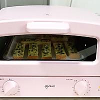 #花10分钟,做一道菜!#蒜蓉吐司条的做法图解7